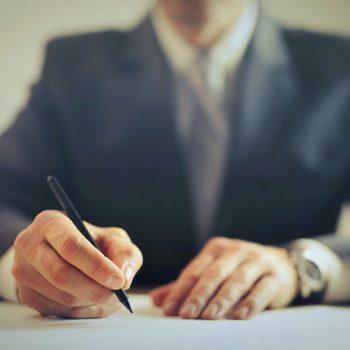 Co to są klauzule niedozwolone w umowie kredytowej i ubezpieczeniowej