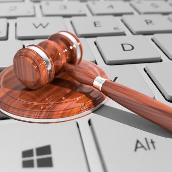 Pomoc prawna dla firm w sprawach, przestępstwach internetowych
