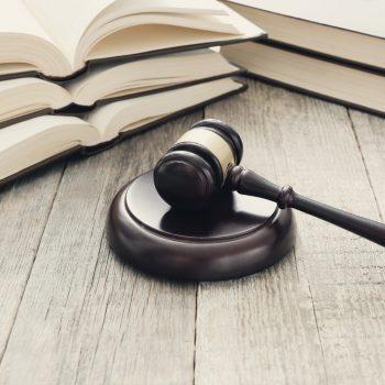 Adwokat czy radca prawny – kogo wybrać Co lepsze
